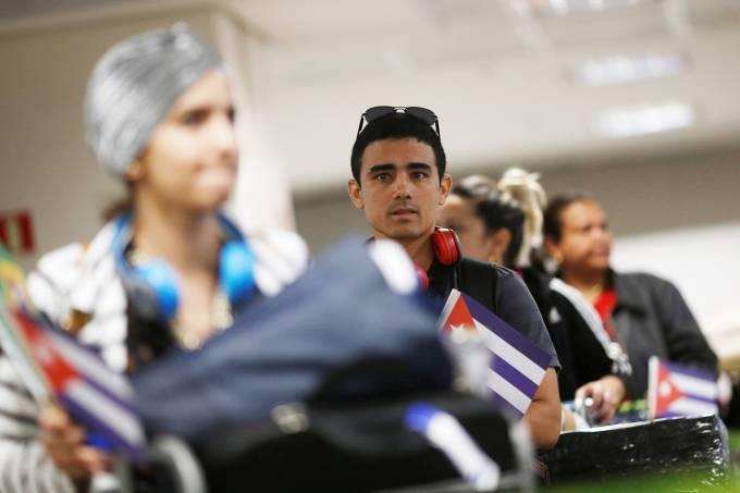 Médicos cubanos voltam para país de origem