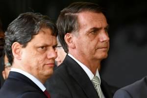Presidente Jair Bolsonaro se prepara para coletiva de imprensa com Tarcísio de Freitas