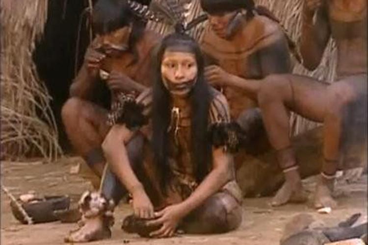 Silvia Nobre em sua aldeia da etnia Waiãpi, no Parque Indígena do Tumucumaque,