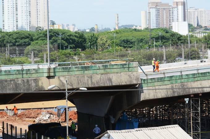 Viaduto da pista expressa na Marginal Pinheiros