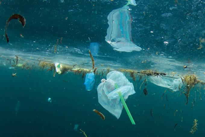Plástico no mar