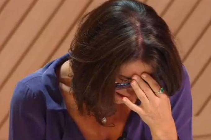 Paola cai em prantos após a eliminação de André