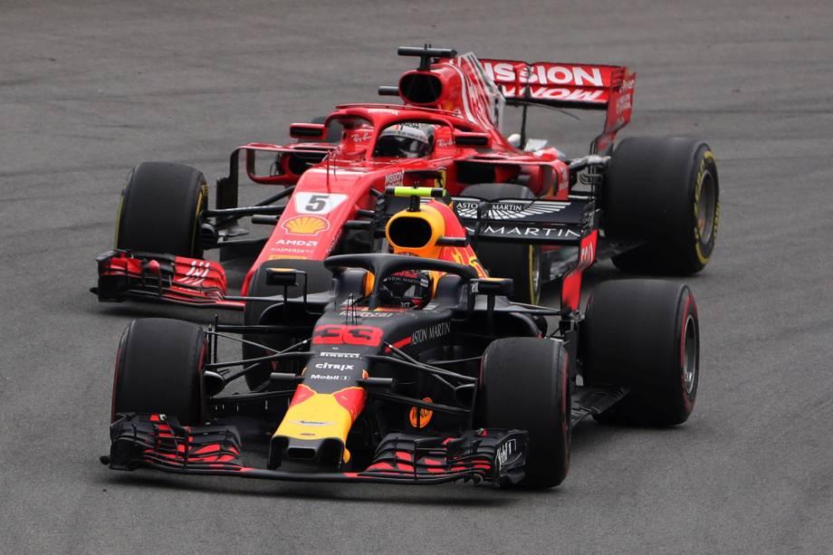 Max Verstappen, da Red Bull, disputa posição com Sebastian Vettel, da Ferrari, durante o Grande Prêmio do Brasil de Fórmula 1 ,realizado no Autódromo de Interlagos - 11/11/2018