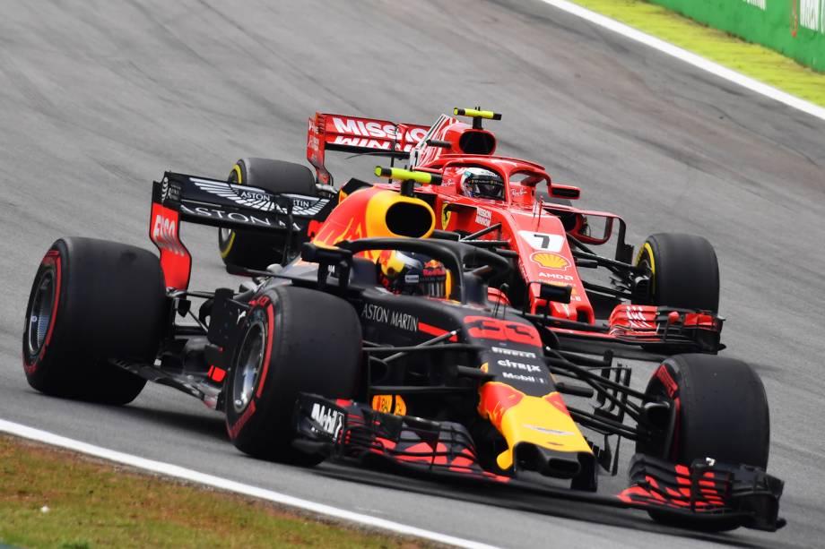 Max Verstappen, da Red Bull, disputa posição com Kimi Raikkonen, da Ferrari, durante o GP do Brasil de Fórmula 1 - 11/11/2018
