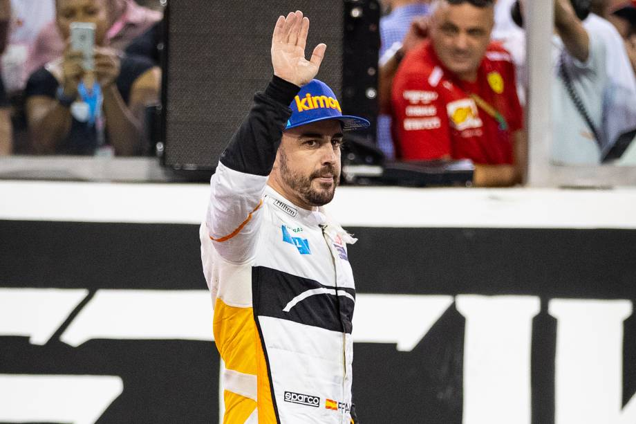 O piloto espanhol Fernando Alonso da McLaren se despede da Fórmula 1 após 17 temporadas no Grande Prêmio de Abu Dhabi