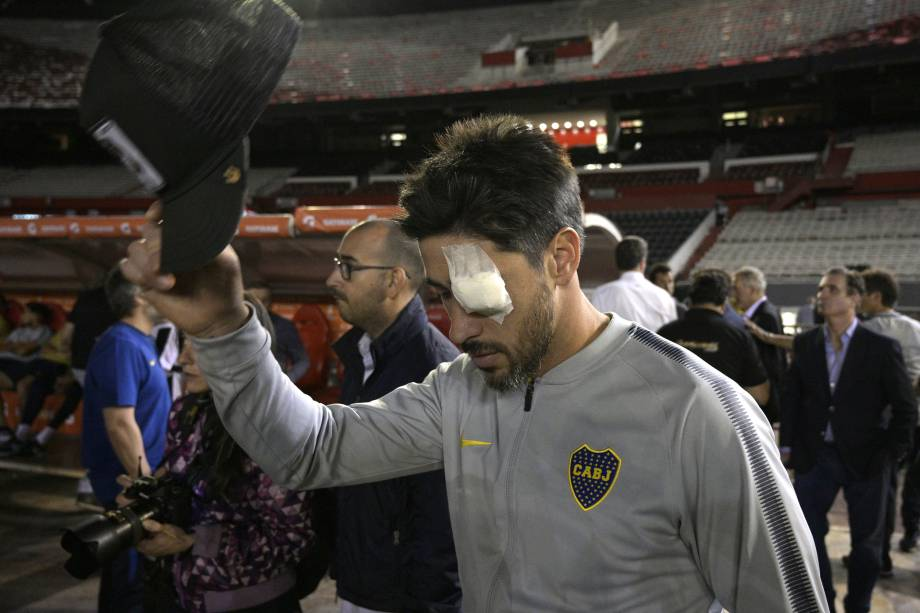 O capitão do Boca Juniors Pablo Perez é visto no campo do estádio Monumental de Nuñez, em Buenos Aires, depois de as autoridades adiarem a final da Copa Libertadores, contra o River Plate após um ataque ao ônibus da equipe do Boca - 24/11/2018