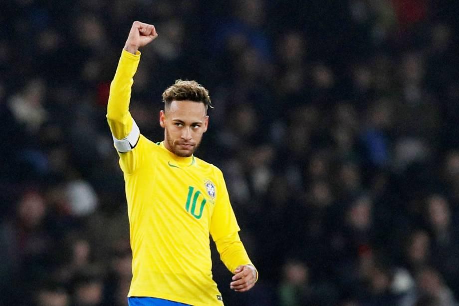 Neymar comemora após marcar gol de pênalti durante partida amistosa contra o Uruguai, realizada em Londres - 16/11/2018