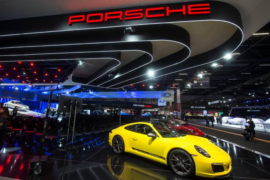Porsche 911 Carrera T é apresentado durante a abertura do Salão do Automóvel 2018 para a imprensa, no São Paulo Expo - 06/11/2018