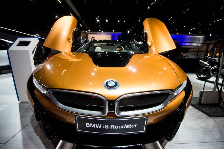 BMW i8 Roadster é apresentado durante abertura do Salão do Automóvel 2018 para a imprensa, no São Paulo Expo - 06/11/2018