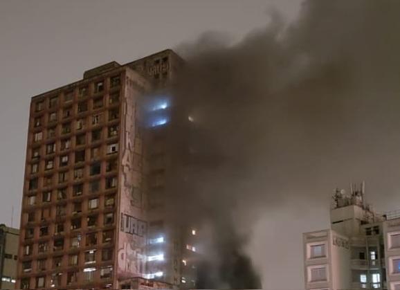 Incêndio na ocupação Prestes Maia no centro de SP.