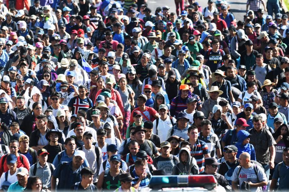 Novo grupo de imigrantes realizam caravana em San Salvador, cidade localizada em El Salvador, rumo aos Estados Unidos - 31/10/2018
