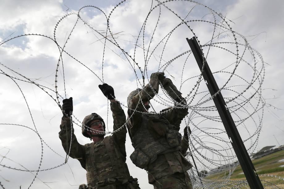 Soldados americanos reforçam segurança da fronteira entre o México e Estados Unidos, no território de Donna, Texas - 04/11/2018