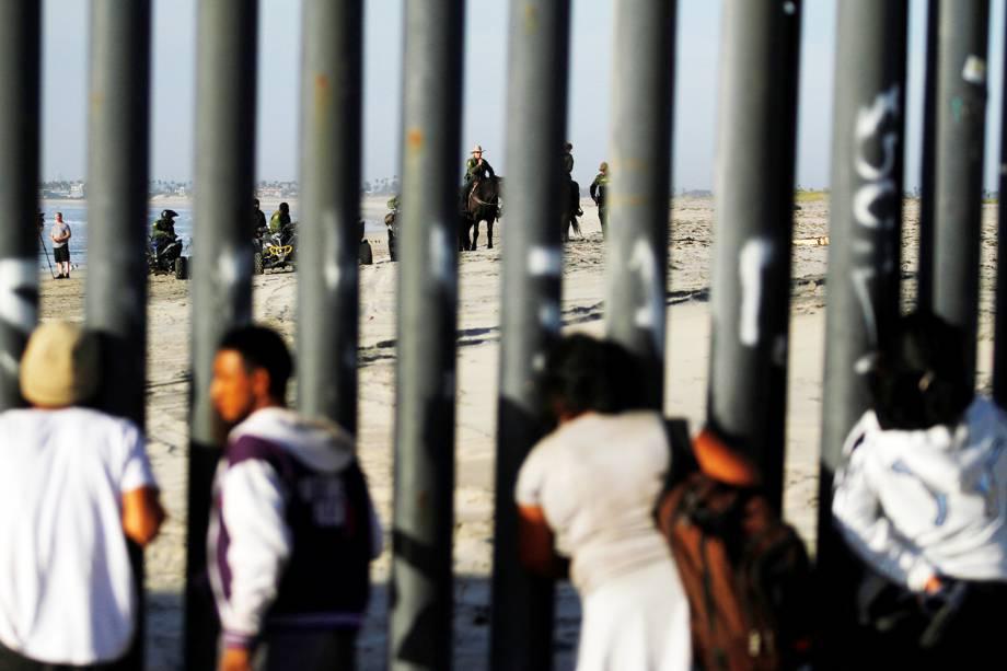 Parte da caravana de imigrantes da América Central chega na fronteira entre o México e os Estados Unidos, na cidade de Tijuana - 13/11/2018