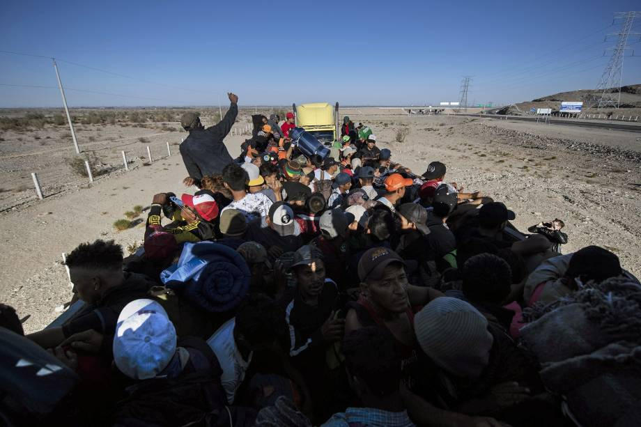 Imigrantes da América Central, principalmente hondurenhos, que se deslocam em uma caravana em direção aos Estados Unidos na esperança de uma vida melhor, seguem para Tijuana no estado de Baja California, México - 19/11/2018