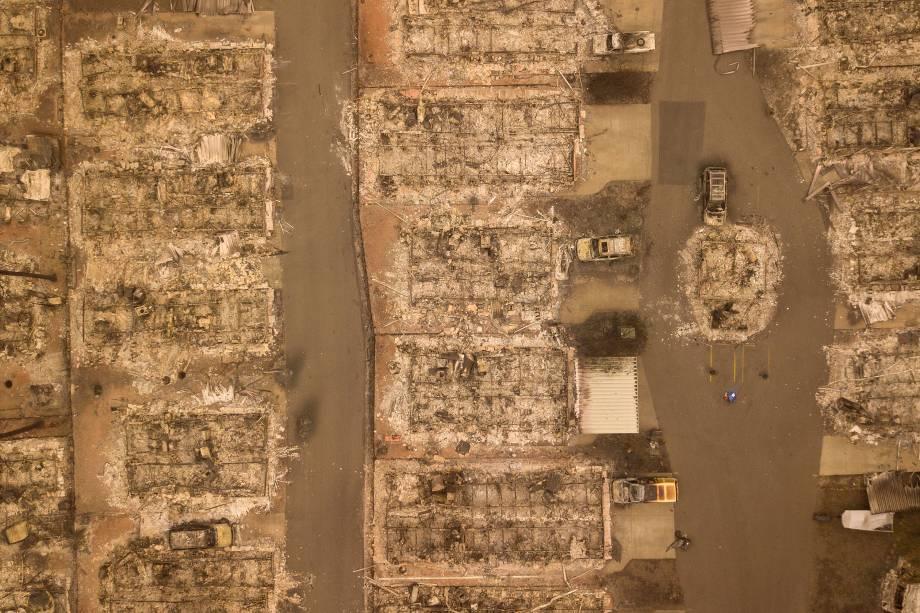 Foto aérea mostra o tamanho da destruição provocada pelo incêndio Camp Fire em um bairro na cidade de Paradise, na Califórnia - 15/11/2018