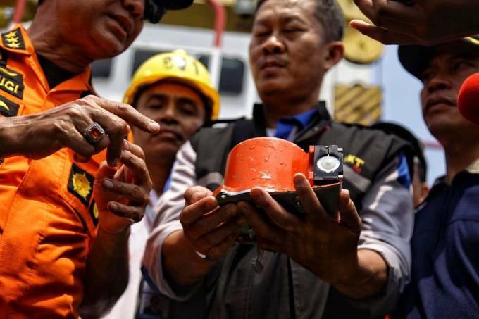 Indonésia recupera uma caixa-preta de avião que caiu com 189 pessoas