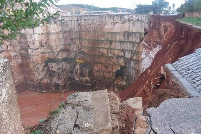 Afundamento de estrada em Portugal