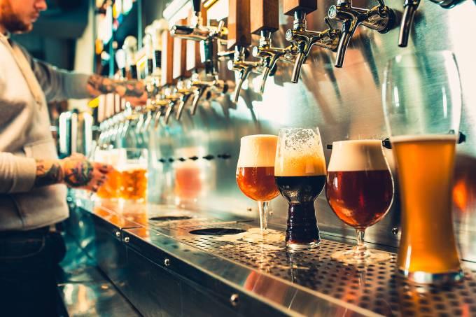 Copos com cerveja