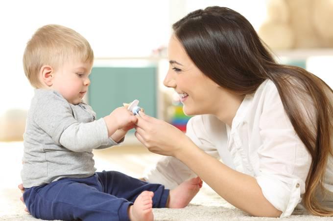Saúde – Bebê com chupeta