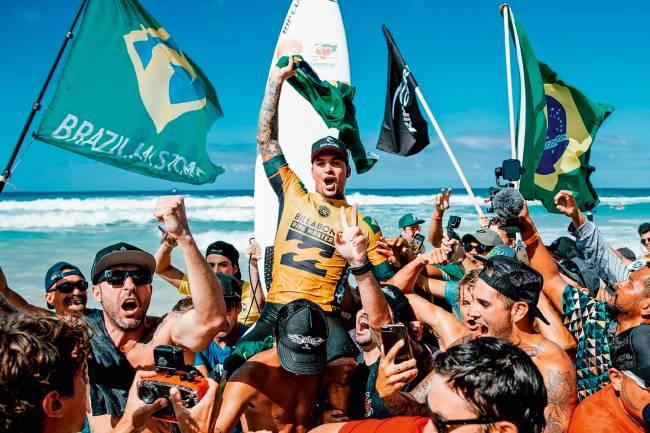 Gabriel Medina, 25 anos, bicampeão mundial