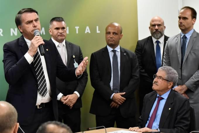 Jair Bolsonaro encontra bancada do PR