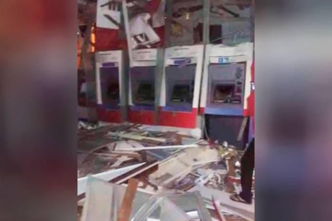 Criminosos explodem bancos em Campos do Jordão (SP)