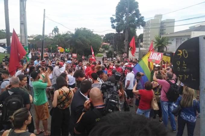 Apoiadores do ex-presidente Lula