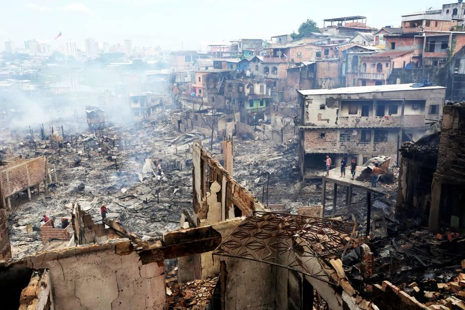 Incêndio de grandes proporções atingiu o bairro de Educandos, zona sul de Manaus (AM), destruindo cerca de 600 casas - 18/12/2018
