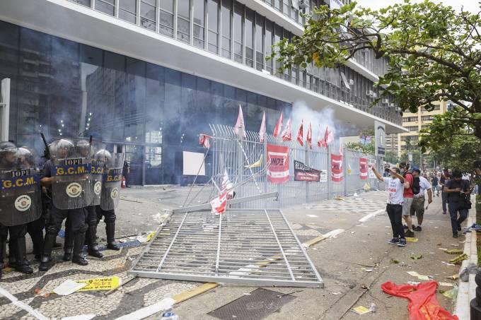 Protesto dos servidores municipais acaba em confronto
