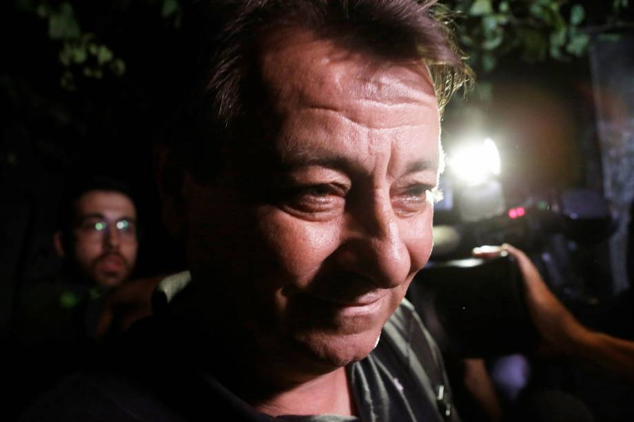 O ex-guerrilheiro italiano Cesare Battisti deixa a sede da Polícia Federal em São Paulo - 13/03/2015