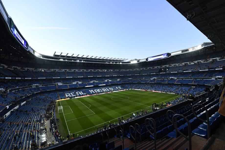 Torcedores do River Plate e Boca Juniors  começam a chegar no estádio Santiago Bernabéu em Madri, Espanha - 09/12/2018