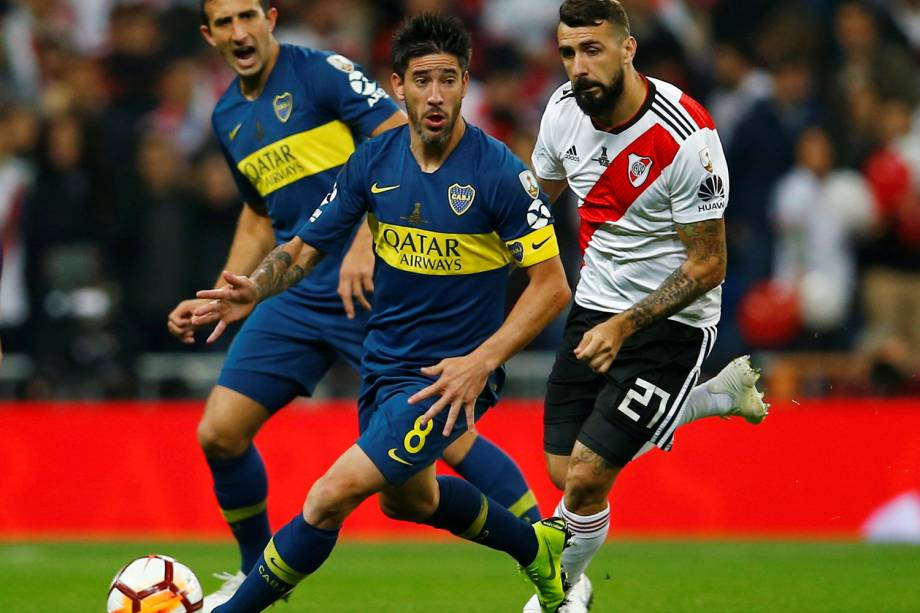 Pablo Perez do Boca Juniors durante jogada contra Lucas Pratto do River Plate em Madri, Espanha - 09/12/2018