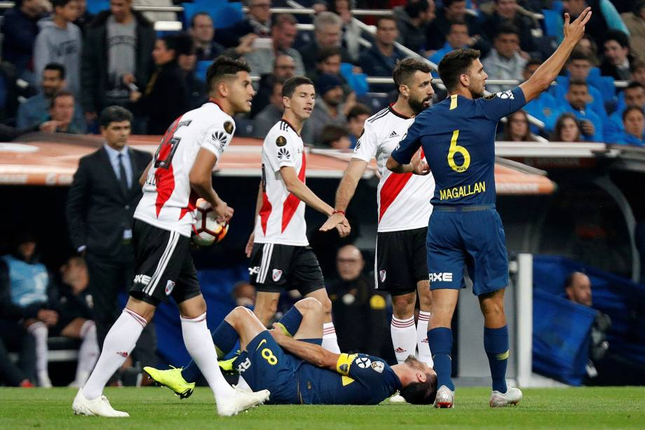 Pablo Perez do Boca Juniors cai no chão durante partida contra o River Plate em Madri, Espanha - 09/12/2018