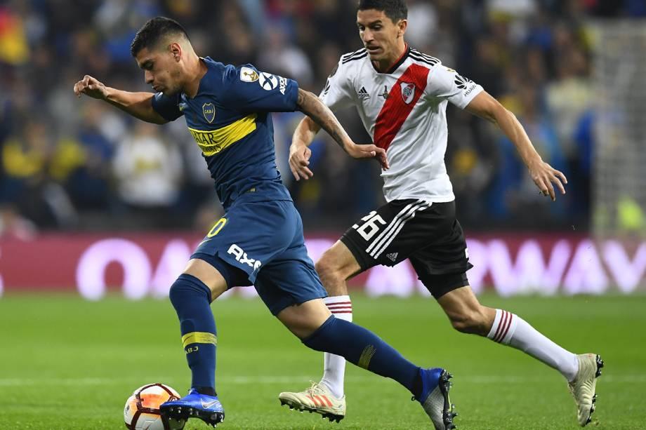 Lucas Olaza do Boca Juniors disputa a bola com Ignacio Fernandez do River Plate em Madri, Espanha - 09/12/2018