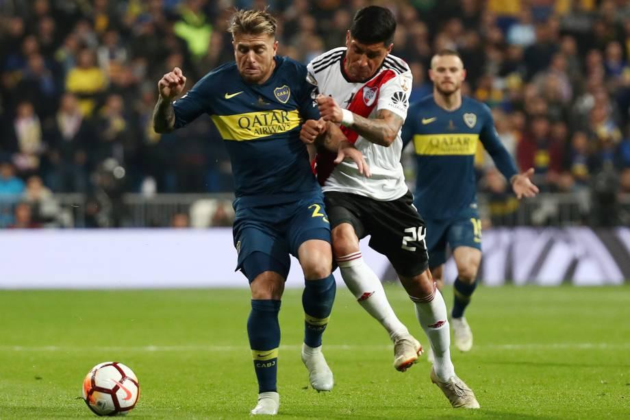 Julio Buffarini do Boca Juniors durante jogada contra Enzo Perez do River Plate em Madri, Espanha - 09/12/2018