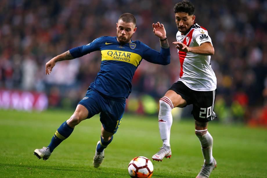 Milton Casco do River Plate durante jogada contra Nahitan Nandez do Boca Juniors em Madri, Espanha - 09/12/2018