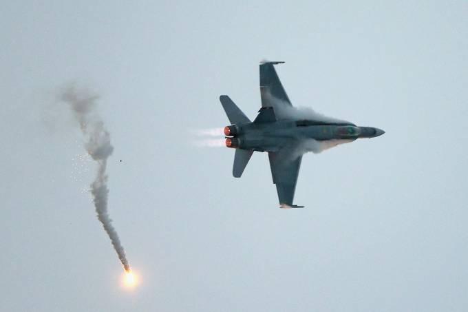 caça F-18 em foto de 2015