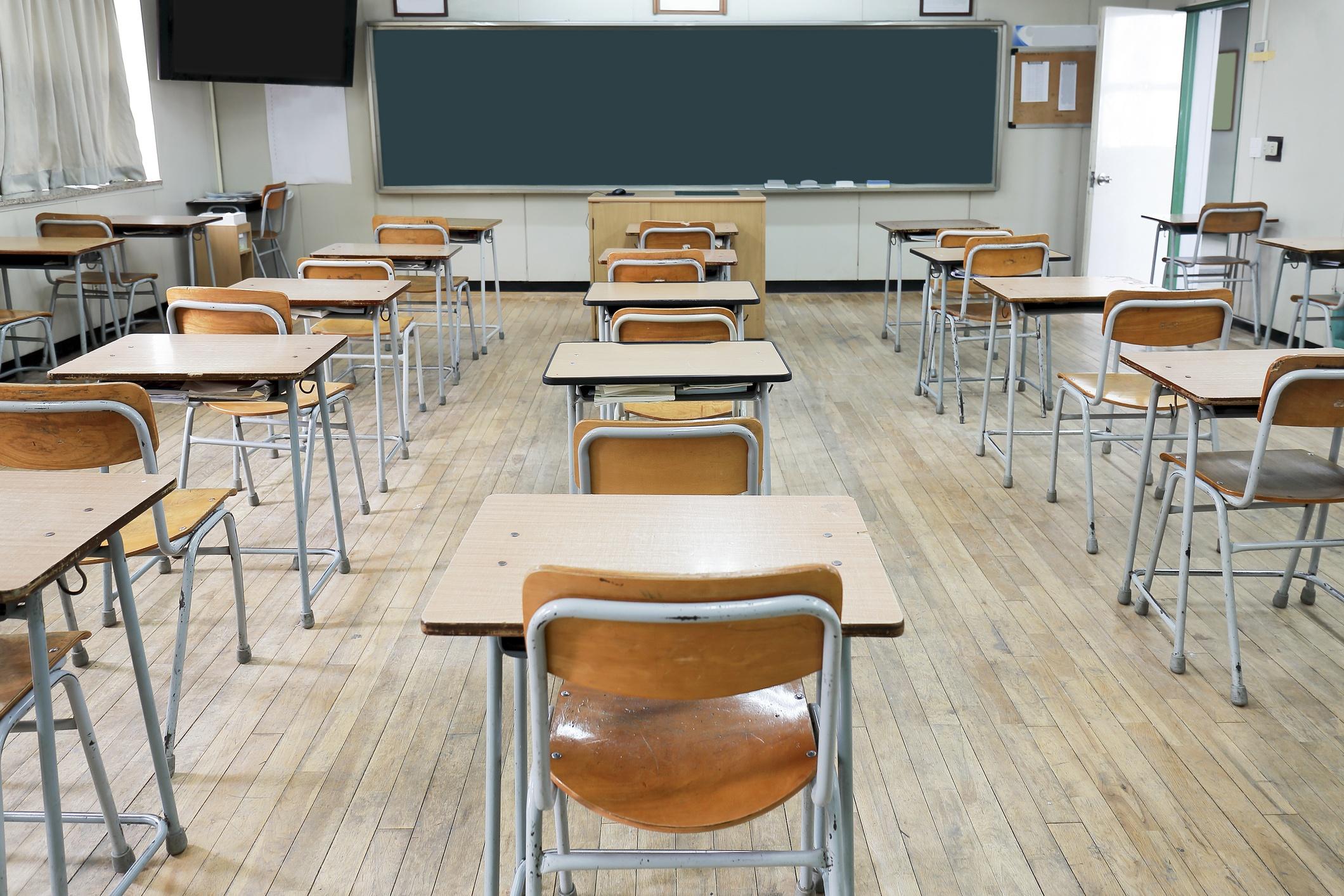 Quatro em dez alunos pensaram em parar os estudos devido a pandemia   VEJA