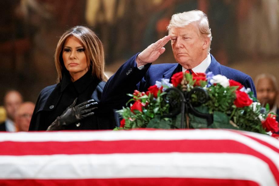 O presidente americano Donald Trump e a primeira-dama Melania Trump comparecem ao funeral do ex-presidente George H.W. Bush, na rotunda do Capitólio americano, em Washington - 03/12/2018