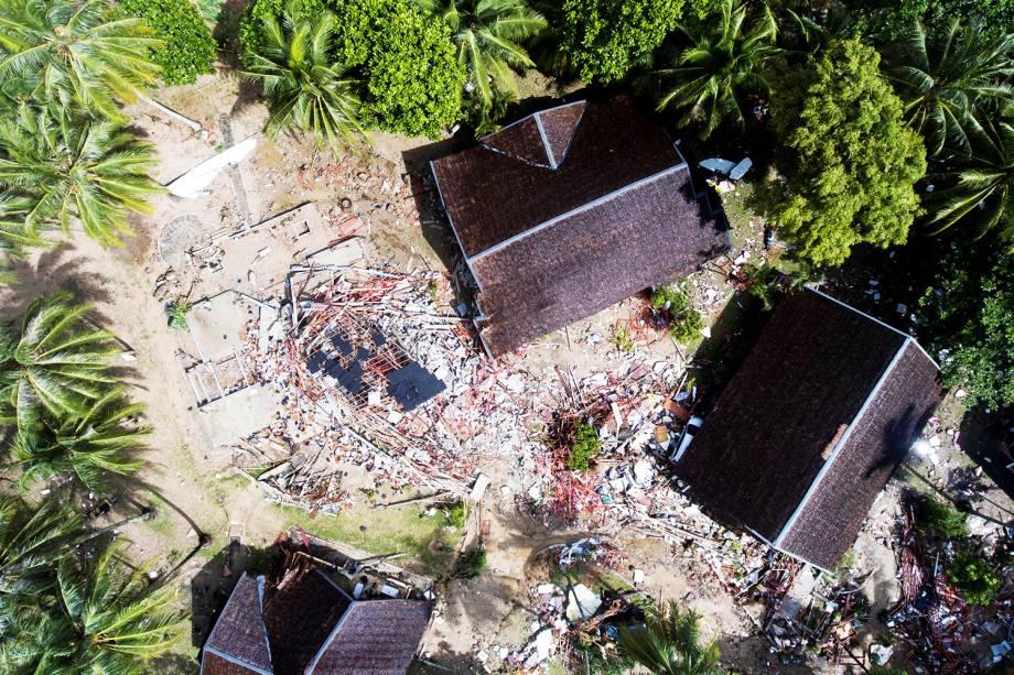 Vista aérea mostra residências afetadas no distrito de Carita, na Indonésia, após forte tsunami atingir a região - 24/12/2018