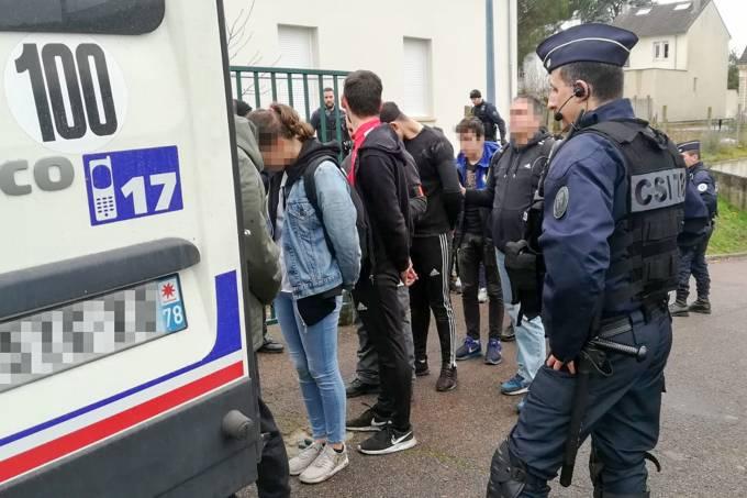 Estudantes detidos na França