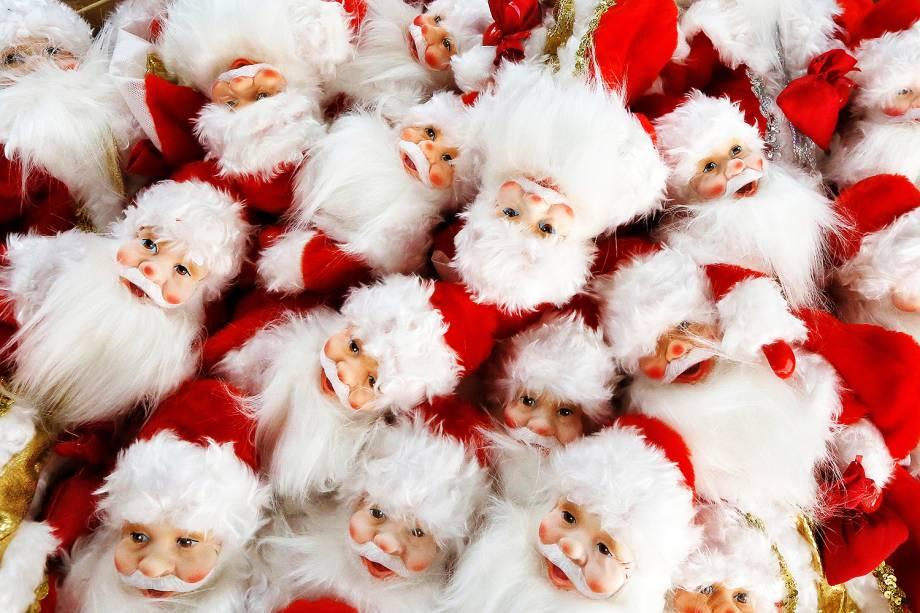 Miniaturas de Ded Moroz são vistas em fábrica de Krasnoyarsk, na Rússia - 29/11/2018