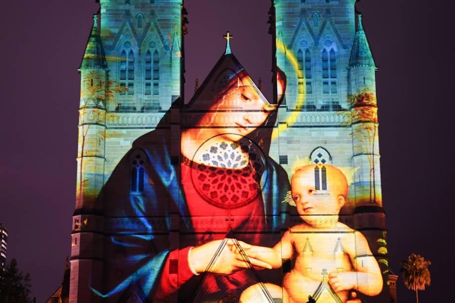 Imagem da Virgem Maria é projetada na Catedral de Santa Maria, em Sydney, na Austrália - 04/12/2018