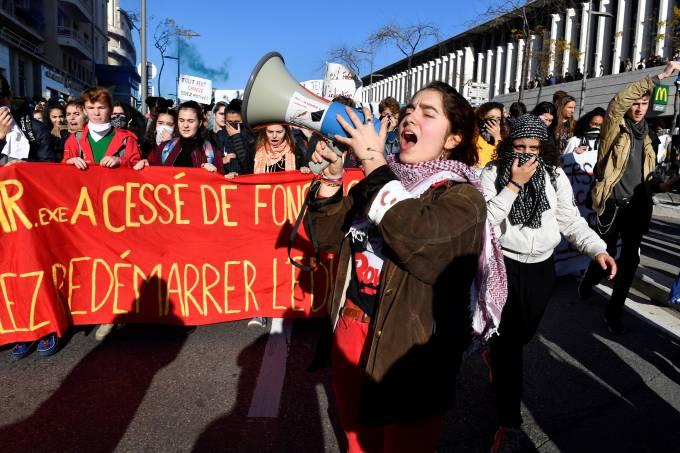 Estudantes franceses protestam contra Macron