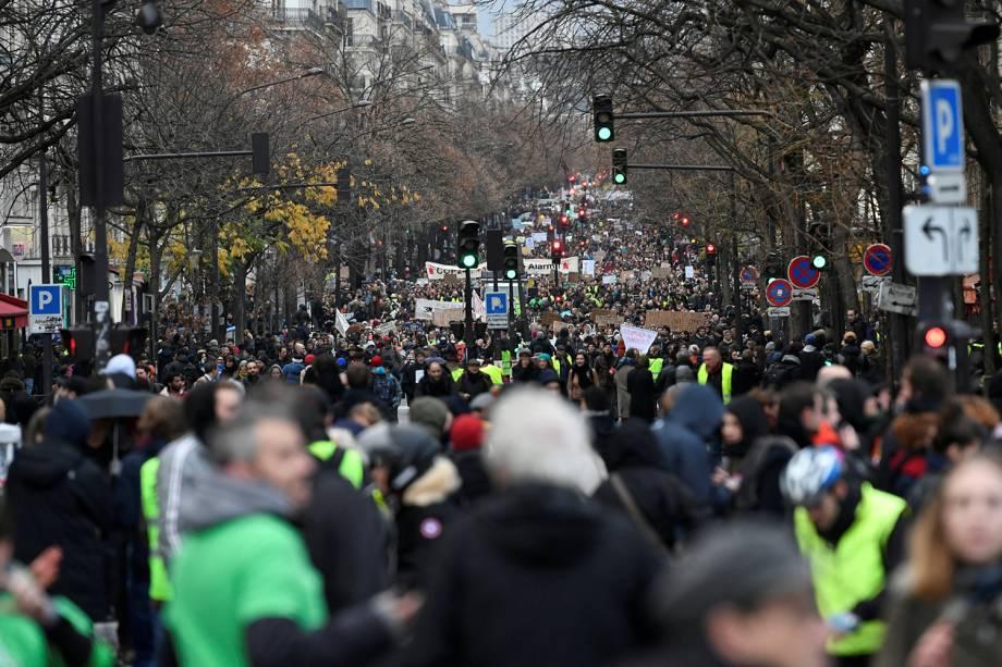 Pessoas participam de manifestação em Paris, França - 08/12/2018