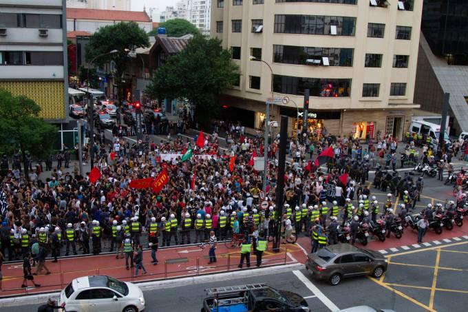 Manifestantes do MPL na av. Paulista