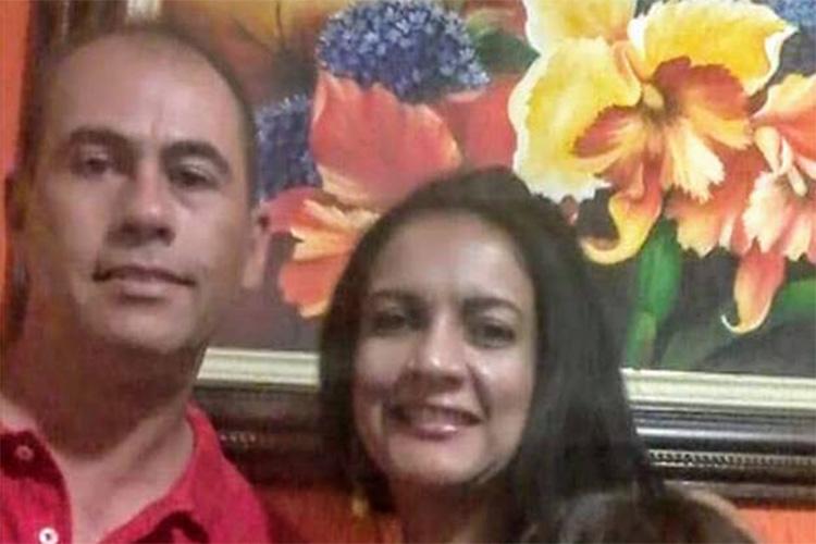 Adriano Caldeira do Amaral ao lado de sua esposa