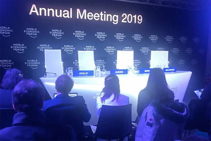 Bolsonaro cancela coletiva em Davos