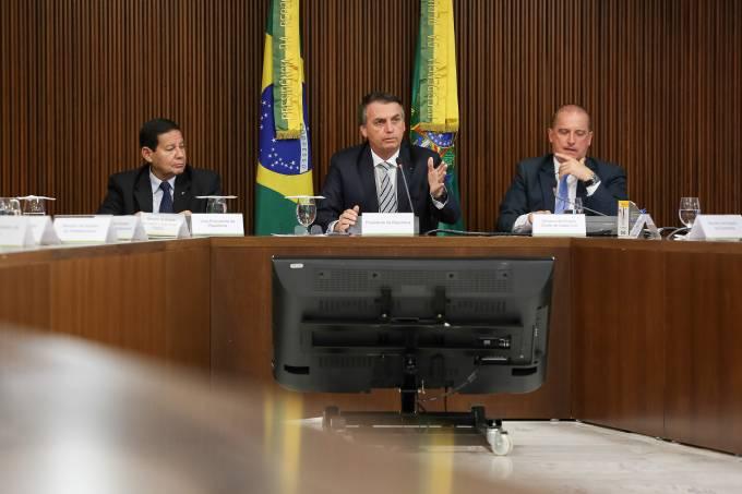 Bolsonaro faz primeira reunião com ministros