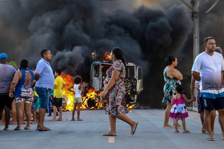 Caminhão é queimado durante ataques realizados em Fortaleza (CE) - 03/01/2019